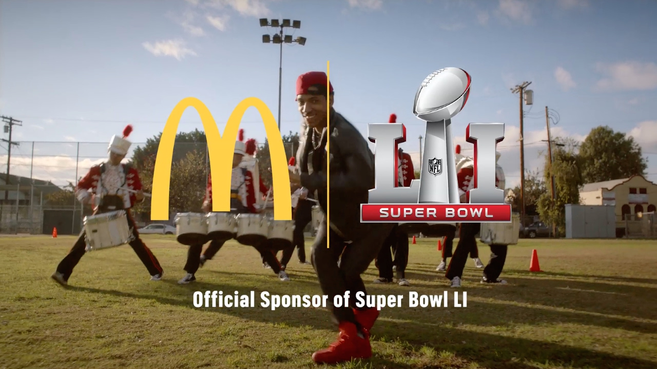 super bowl advertising This week, we take a look at the biggest day of the year for the advertising industry: the super bowl the only sporting event where viewers pay as much attention to the commercials as they do the game.